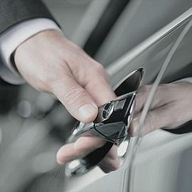 Controleer auto reparatie bevestiging